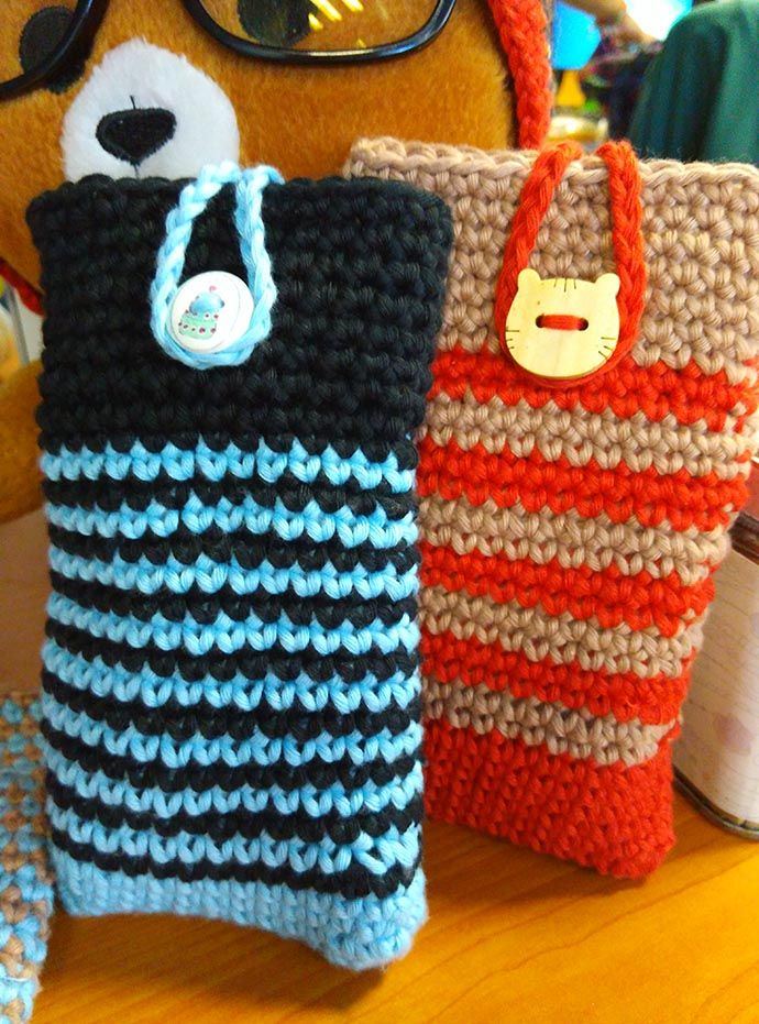Easy Mobile Cell Phone Pouch Case with Cover Holder, spend half yarn to create this cute things :D with 2,5mm hook pen. #crochet #crocheting