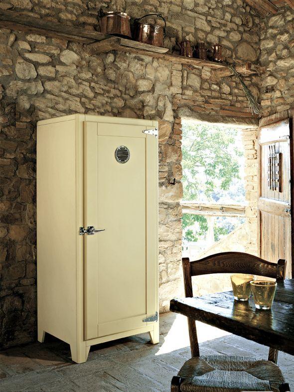 """er Kühlschrank """"Madison"""" ist innen mit moderner Gerätetechnik von Liebherr ausgestattet."""