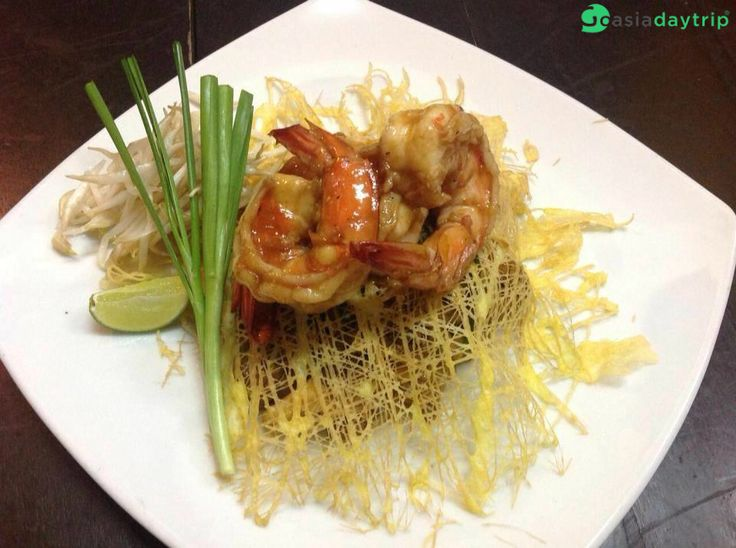 Pad Thai in Ekamai restaurant. #AmazingThailand #Thaifood #travelphotography