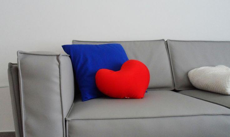Less is more. Progetto personale, si gioca con i colori degli accessori.
