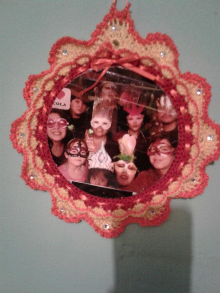 lindo marco creado en crochet almidonado con maizena