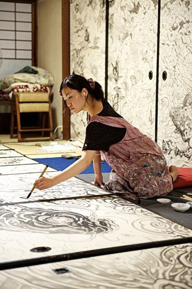 Murabayashi Yuki painting in her art studio #workspace