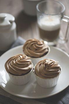 Шоколадные кексы с марципаном и вишней - Жизнь со вкусом