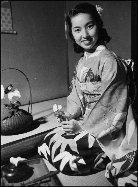 Werner Bischof (1916-1954) Tea ceremony, Tokyo, Japan - 1951 Source : Magnum photos