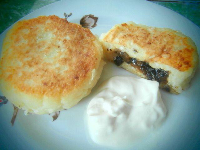 Вкусные сырники из творога по-киевски Творожные сырники с неожиданной и приятной начинкой получаются очень вкусными. Готовятся они просто и способны украсить любой завтрак.