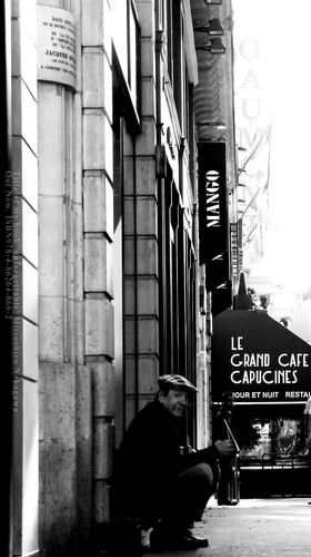 An old man on the street. : Title.  An old man on the street.                                Paris , France, 2012 .  shot .............    2 / 6  (Today's photograph. It is unpublished.)          Image. Till Broenner & Samon Kawamura...Jazz Musician http://youtu.be/kbrzowjxoVs                  Supplement.  The photography period of Paris.  The day which left Japan.2012.July 21.  The day which arrived to Japan.2012.July 26.   Quantity of a photograph.  Not less than 35 GB.  (No RAW . ...