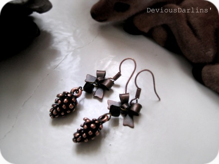 Cute copper pinecone earrings, with Swarovski Crystals <3 From Devious Darlins'..