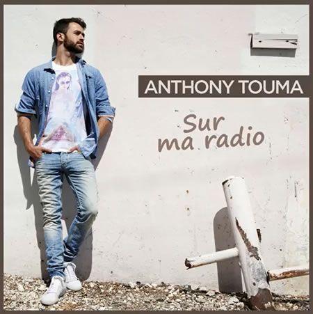 Anthony Touma, le beau gosse de la saison 2 de The Voice en France, sort son premier album intitulé Maintenant C'est L'Heure. Aujourd'hui âgé de 22 ans, le jeune homme d'origines Libanaises avait fait partie de l'équipe de Jenifer, et avait rejoint la...