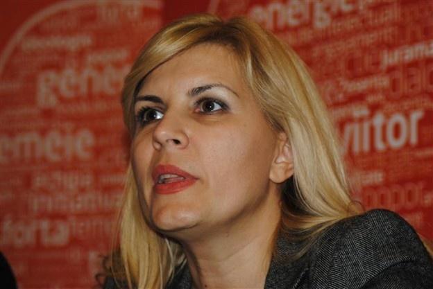 Ea a fost întâmpinată cu un buchet mare de trandafiri de preşedintele PDL Botoşani, Cătălin Flutur.    Fostul ministru al Dezvoltării Regionale şi Turismului, Elena Udrea, s-a întâlnit, sâmbătă după-amiază, cu peste 200 de membri ai Partidului Democrat Liberal din Botoşani. Ea a fost întâmpinată cu flori de liderul PDL Botoşani, Cătălin Flutur, care i-a transmis că atât ea, cât şi fostul premier, Emil Boc, care a însoţit-o pe Elena Udrea în vizita sa la Botoşani.