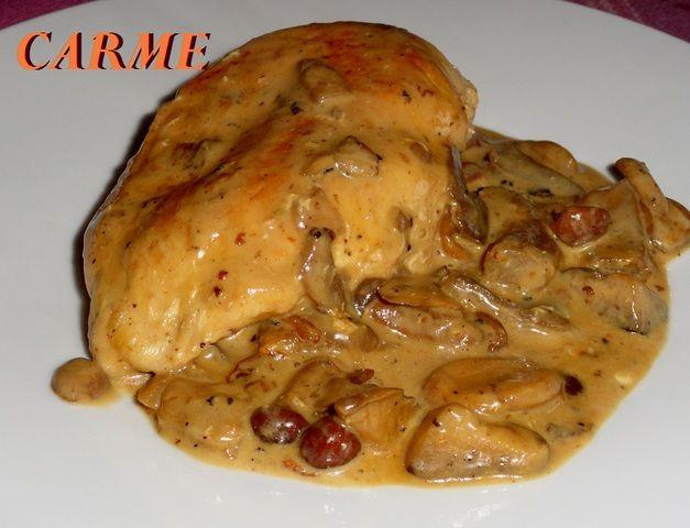 Pechugas de pollo con setas a la crema. Ver receta: http://www.mis-recetas.org/recetas/show/41047-pechugas-de-pollo-con-setas-a-la-crema