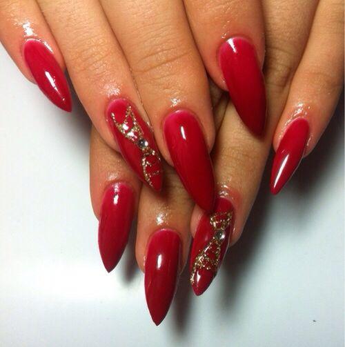 red design pointed fingernails