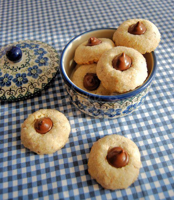 Hazelnut blossom kiss cookies - Laura's Bakery