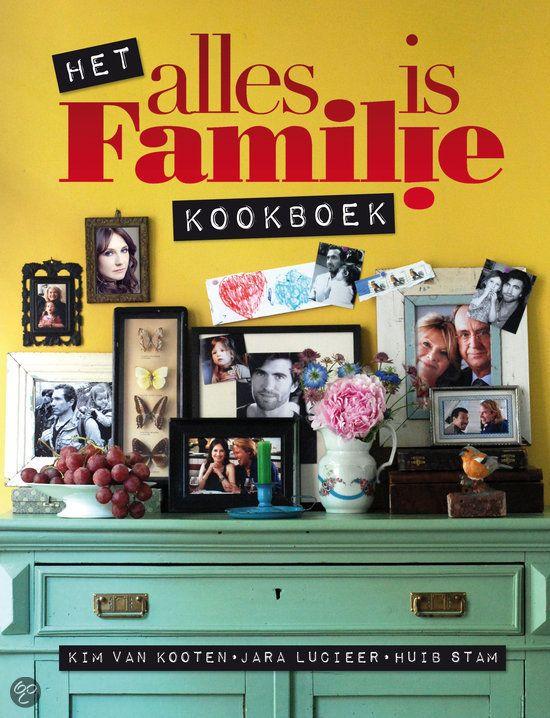 Het alles is familie kookboek - Kim van Kooten - ISBN 9789048816187. Als de familie weer bij elkaar is, dan wil je ook een goed diner samenstellen. Die heerlijke, beproefde familiegerechten waar iedereen zich op kan verheugen. Ouderwets lekkere zuurkool met alles erop en eraan of met...GRATIS VERZENDING IN BELGIË - BESTELLEN BIJ TOPBOOKS VIA BOL COM OF VERDER LEZEN? DUBBELKLIK OP BOVENSTAANDE FOTO! #kookboeken