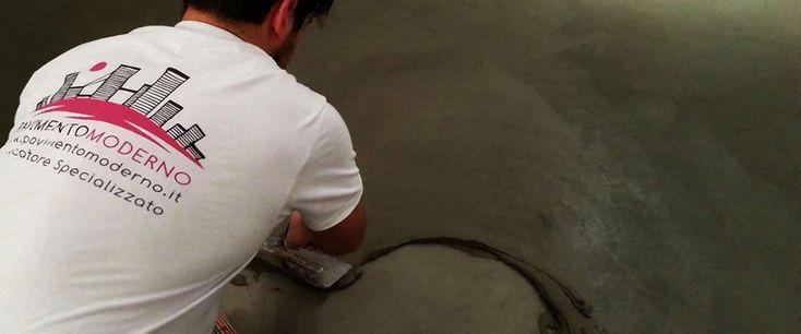 posa pavimenti in cemento spatolato a mano