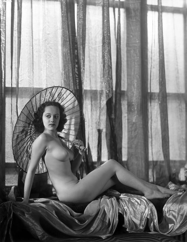 Women gorgeous vintage nude