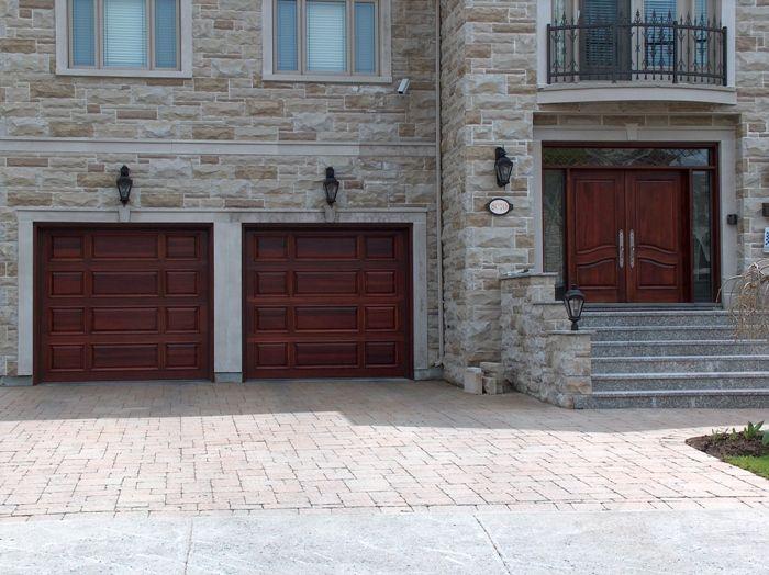 Assortir sa porte d'entrée à sa porte de garage.