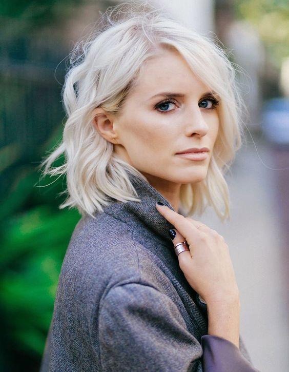 Carré Flou blond platine Tout ce que vous avez toujours voulu savoir sur le blond platine The reporthair