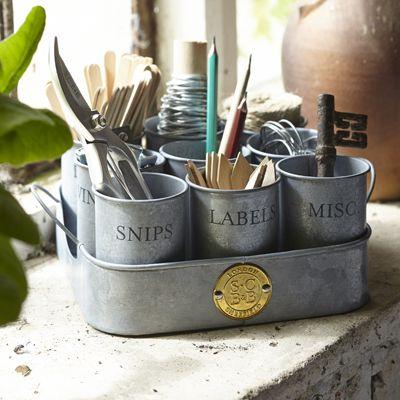 Deze prachtige bekers zijn handig om alle spulletjes overzichtelijk bij elkaar te hebben. Denk aan opbindringen, klittenband, losse touwtjes, plantlabels, enz.