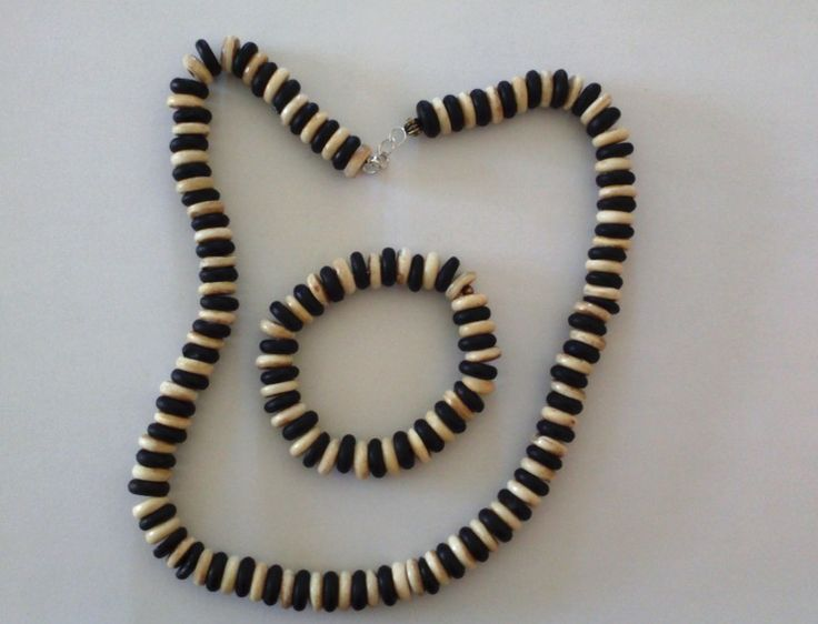 Chuncky wooden beads - necklace and bracelet.