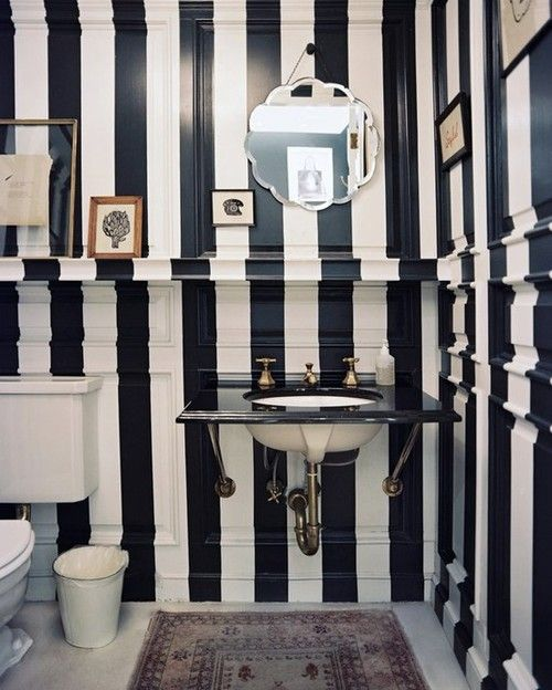 Siyah beyaz cazibesiyle hayalinizdeki banyoya bir adım daha yakın.