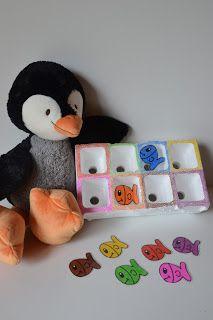 Bij dit spelletje mogen de peuters helpen om de gevangen visjes van Pinguïn Tim te sorteren in zijn ijsbakje.