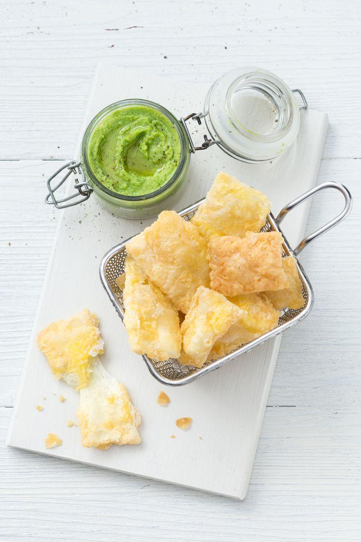 Pecorino fritto con crema di fave: sfizioso e filante. Un modo alternativo per gustare questo abbinamento! [Fried cheese pecorino with fava bean sauce]