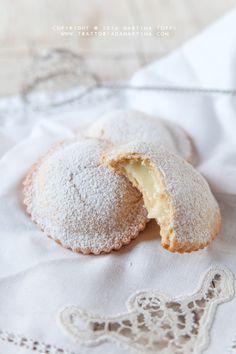 Le genovesi di Maria Grammatico a Erice #palermo #sicily #breakfast www.piccolasicilia.it