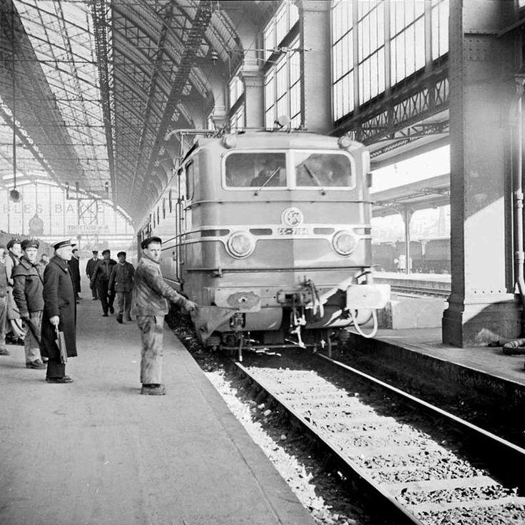 Gare Saint-Jean à Bordeaux France 1953 Locomotive CC 7104
