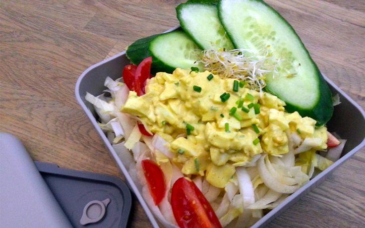 Witlof ei salade om mee te nemen of gewoon thuis op te eten. Recept wat past in een koolhydraat arm dieet onderdeel van de gobento.nl weekmenu's.