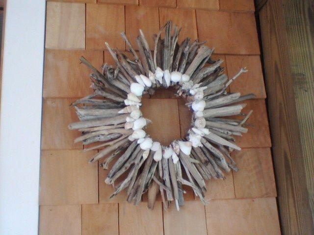 20 best seashell ideas images on pinterest seashell for Seashell wreath craft ideas