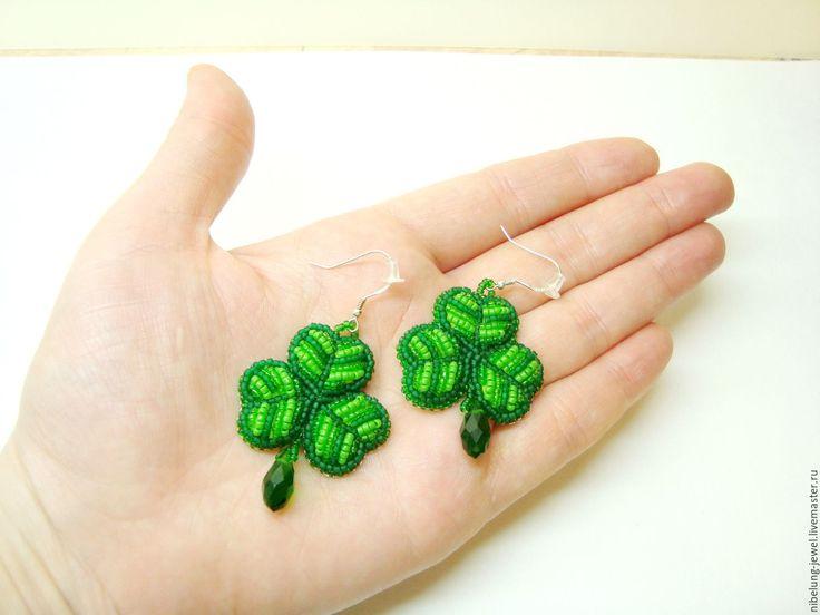 Купить Зеленые серьги из бисера Клевер Шемрок День Святого Патрика - зеленые серьги