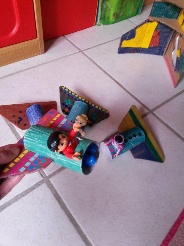 Vaisseaux spatiaux en carton