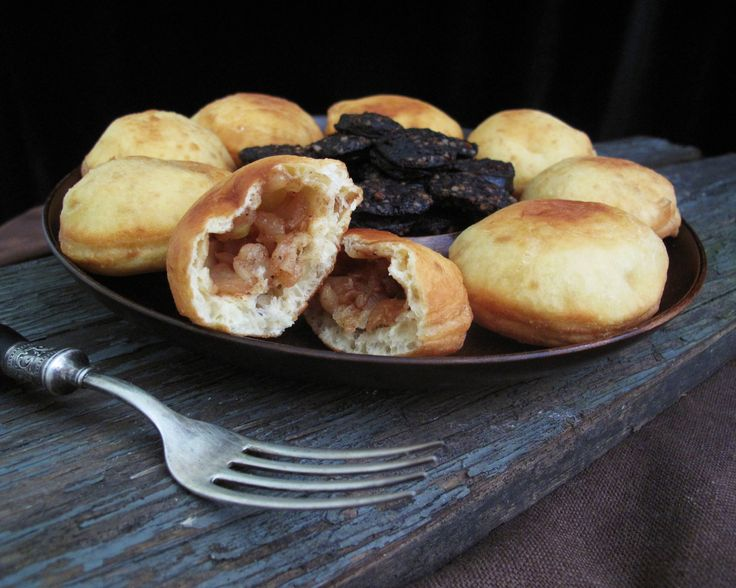 Food and feasting in medieval times. Medieval Food and ...