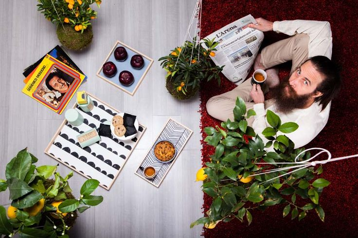Complementi dalle linee pulite e dal sapore nordico, dove la delicata naturalezza del legno di frassino è protagonista: i prodotti artigianali di Helmo.