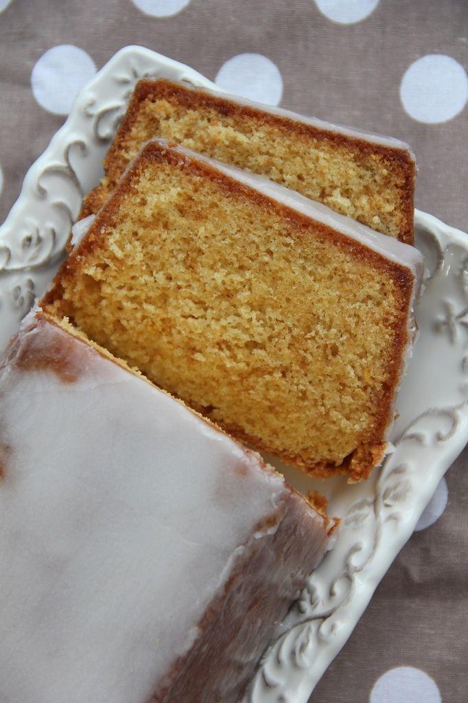 Lorsque je cherche une recette simple mais raffinée j'aime feuilleter celles de Christophe Felder. Ce joli cake bien acidulé, mais pas trop tout de même, fondant et moelleux à souhait vaut la peine d'être préparé avec un peu d'avance car son goût se bonifie...
