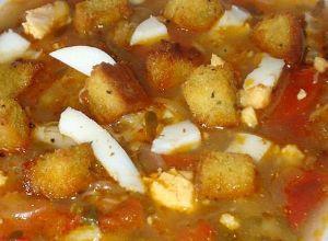 Sopa de Beldroegas com Bacalhau e Ovos Escalfados