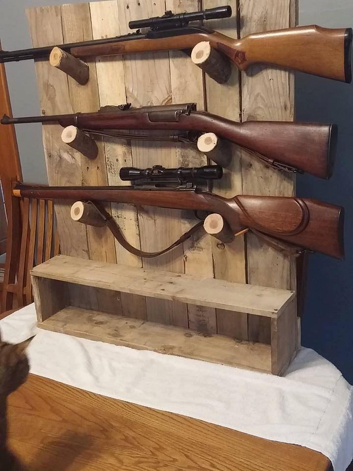 Rustic gun rack, gun display, by PalletiumWoodworks on Etsy
