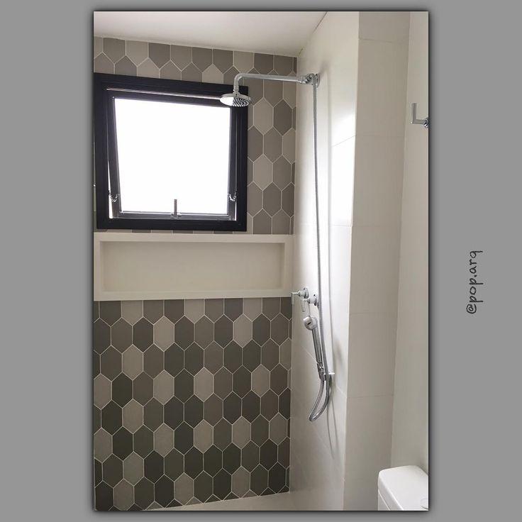 Cinza+branco ♡  #banheiro #banho #bathroom #arquitetura #arquiteturadeinteriores #reforma #revestimento #porcelanato #chezmoi #tonsdecinza