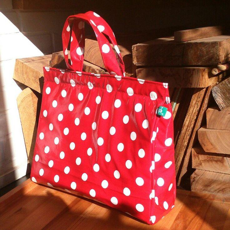 Me encanta mi nueva bolsa para llevar la comida al trabajo.  Forrada con material aislante para mantener el frío y el calor.  Laranadetrapo@gmail.com