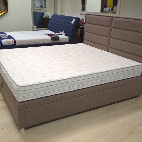 Łóżko Corona to bezramowe łóżko typu kontynentalnego, ale za to z funkcjonalnym pojemnikiem na pościel. Możliwość inne konfiguracji łóżka.