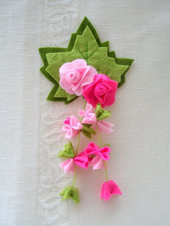 Felt flowers fridge magnet.Pink fuchsiagreen colors by Lilamina, $14.90