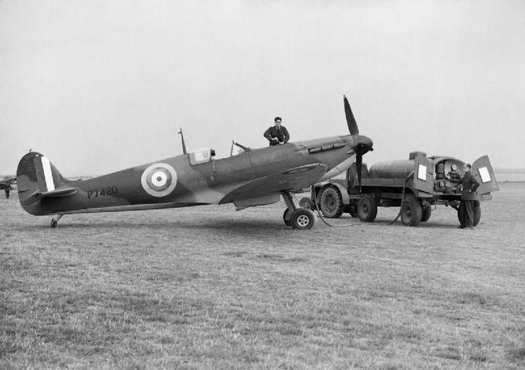 Ground staff refuelling a Supermarine Spitfire Mk IIA of No. 19 Squadron RAF at Fowlmere, near Duxford in Cambridgeshire, September 1940.
