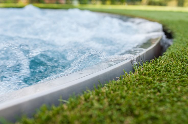 Overflow cover: The overflow trough is covered by artificial grass
