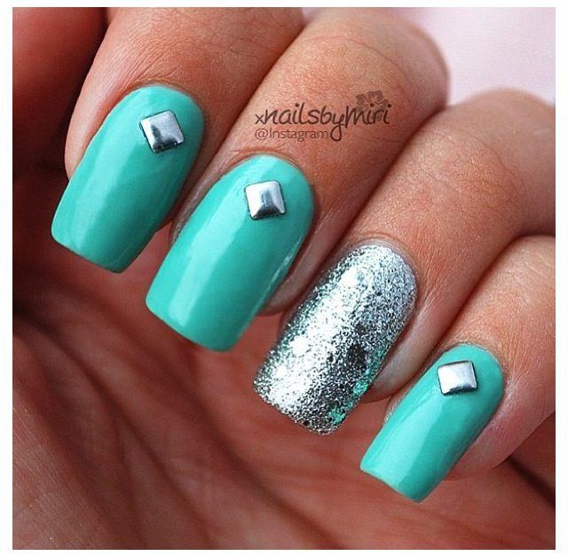 Aqua Nail Art: Pretty Aqua Blue Nails With Nail Art.