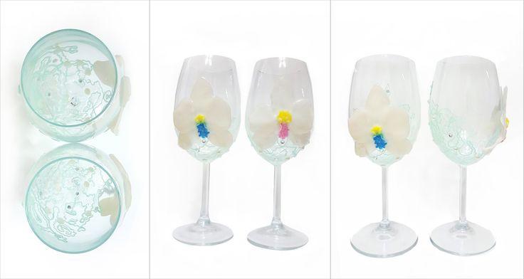Белые орхидеи  (свадебные бокалы, узор с флуоресцирующим эффектом)