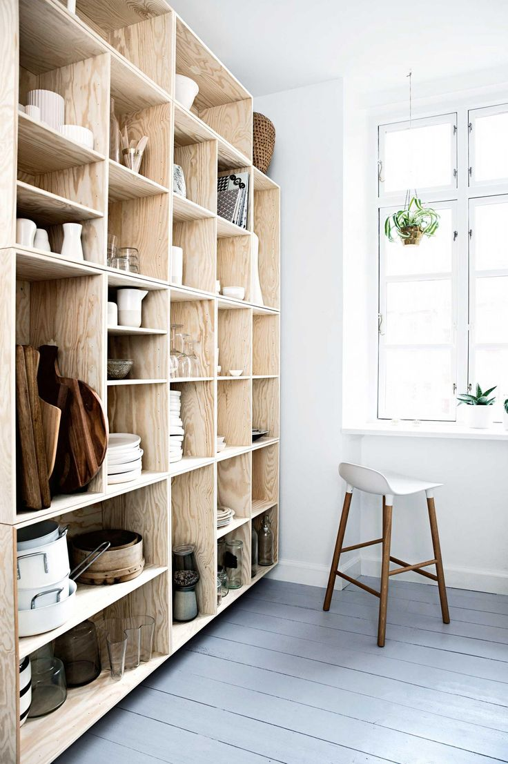 I would love to make this plywood shelf diy | October 2015 issue of Inside Out magazine. Styling by Mette Helena Rasmussen. Photography by Tia Borgsmidt
