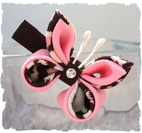 This beautiful butterfly hair clip is made with Pink and Brown leopard grosgrain ribbon with a genuine Swarovski crystal center. The butterfly