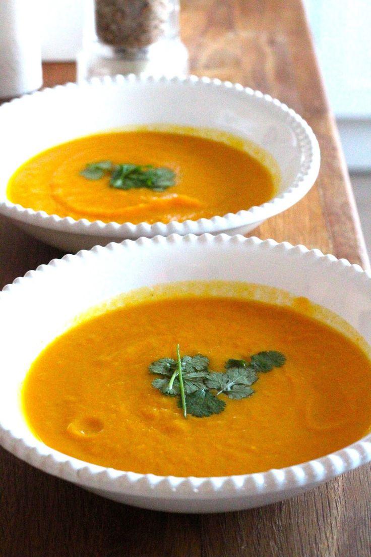 Sopa de Abóbora e Cenoura Assada com Caril (receita também em video) - http://gostinhos.com/sopa-de-abobora-e-cenoura-assada-com-caril-receita-tambem-em-video/