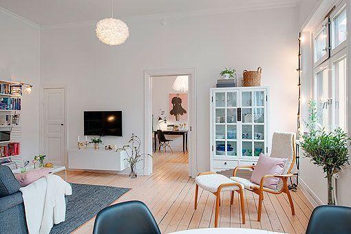 Acceso al dormitorio en un apartamento femenino
