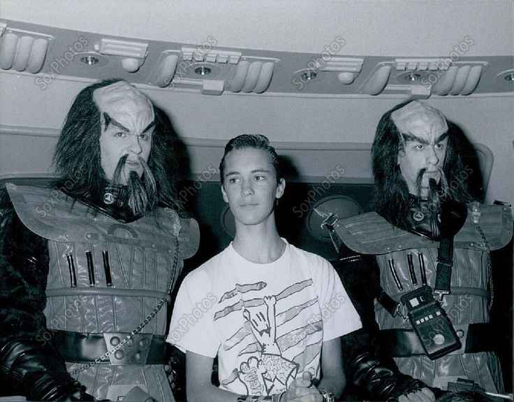 CA221 1988 Wil Wheaton Universal City Studios Tour Star Trek Press Photo